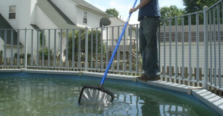 cleaning_above_ground_pool
